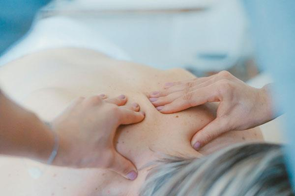 upper back pain between shoulder blades relief via massage